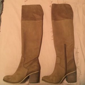 Shoes - NEW NEW NEW Knee High heeled chestnut boots!!!